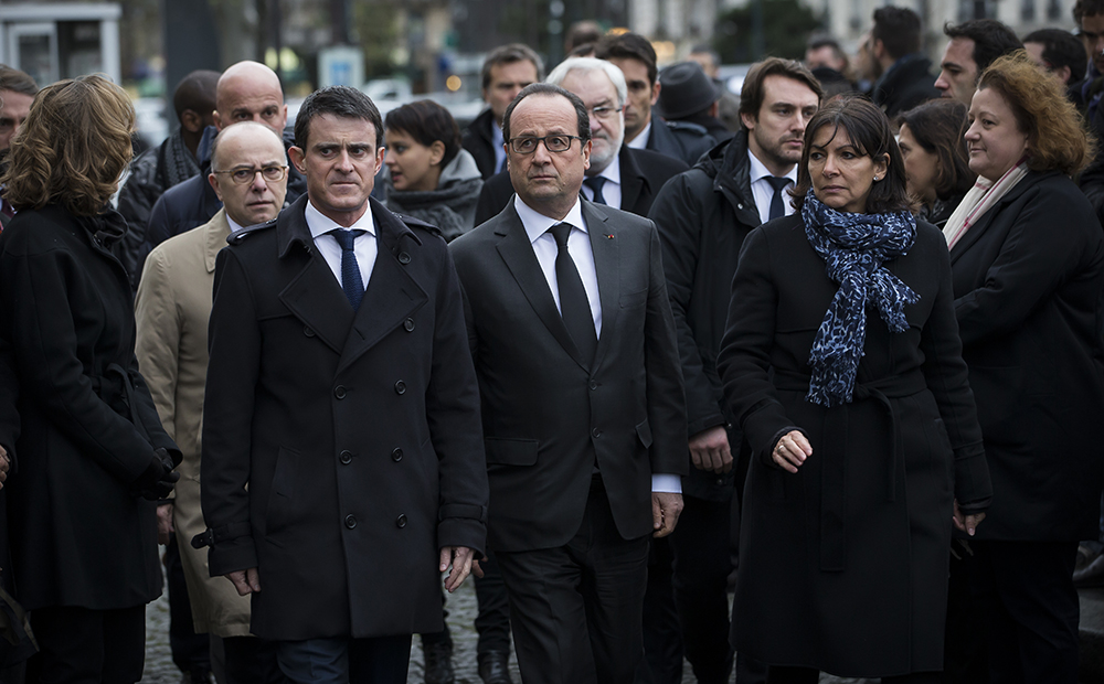 French President Francois Hollande (C), French Prime Minister Manuel Valls (L) and Mayor of Paris Anne Hidalgo (R) arrive to unveil in Paris on January 5, 2016 a commemorative plaque outside the Hyper Cacher, a kosher supermarket, during a ceremony to pay tribute to the victims of the attack on the supermarket on January 9, 2015. French President Francois Hollande today kicked off a week of commemorations marking the jihadist rampage in Paris that began with an assault on satirical weekly Charlie Hebdo and lasted three days, claiming 17 lives. The president and mayor unveiled a plaque at the Hyper Cacher, in an eastern suburb where four Jews -- three shoppers and an employee -- were killed during a horrifying hostage drama. / AFP / POOL / IAN LANGSDON