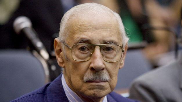 El ex dictador argentino, Jorge Rafael Videla murió el 17 de mayo de 2013, un día después que Ramsey le convierta un tanto al Wigan.