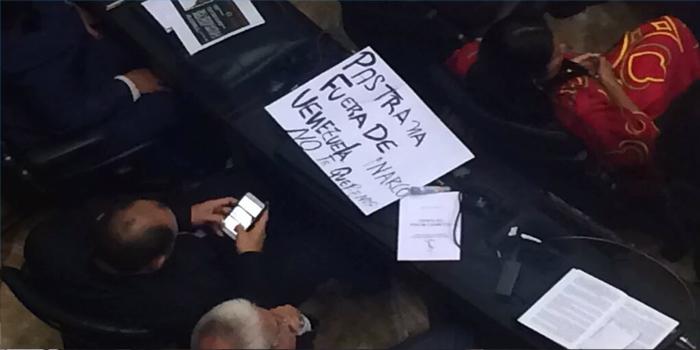 cartel contra pastrana de los diputados del psuv