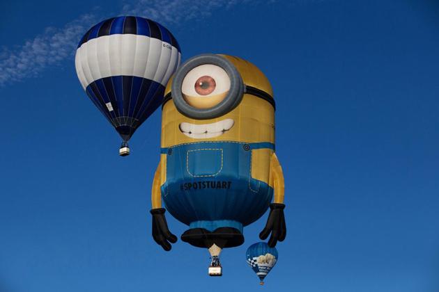 Este Minion ha tomado un descanso para ver los lugares de Bristol en el suroeste de Inglaterra, durante el Bristol International Balloon Fiesta 2015