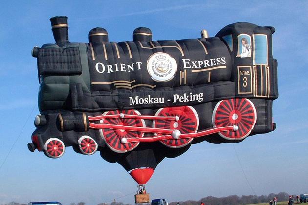 Suba a bordo de los agradables vagones del Orient Express. Este Globo aerostatico tambien fue parte del Festival del Globo de Bristol.