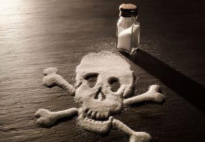 Si bien hemos aclarado ya que la sal es muy importante para nuestro sistema, abusar de ella puede significar serios problemas de salud e incluso la muerte.
