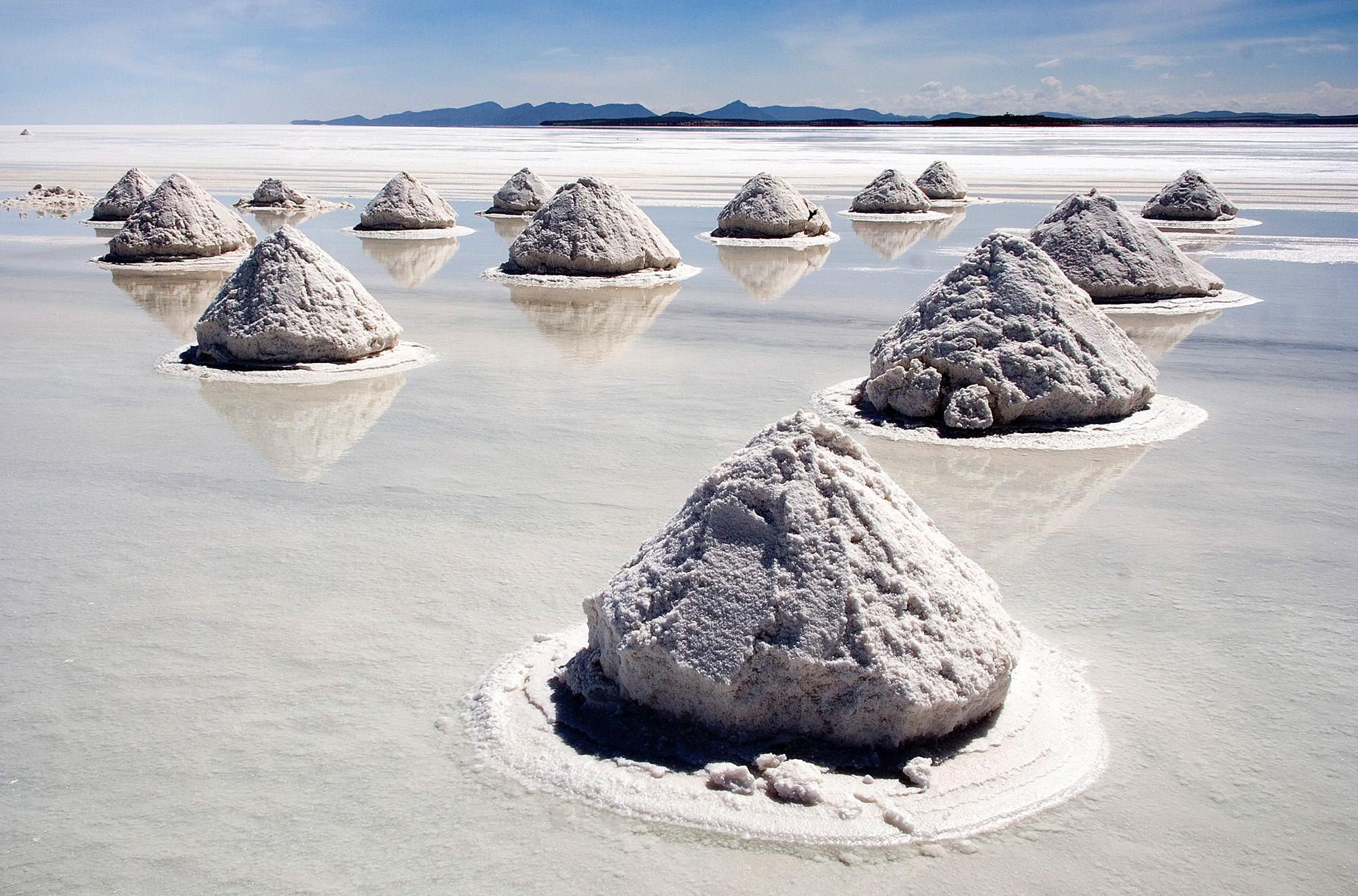 La sal es la única especie de rocas que se come regularmente en la raza humana.