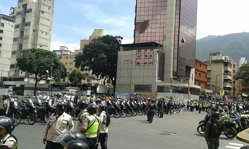 Movilización Opositora - Plaza Venezuela (10)