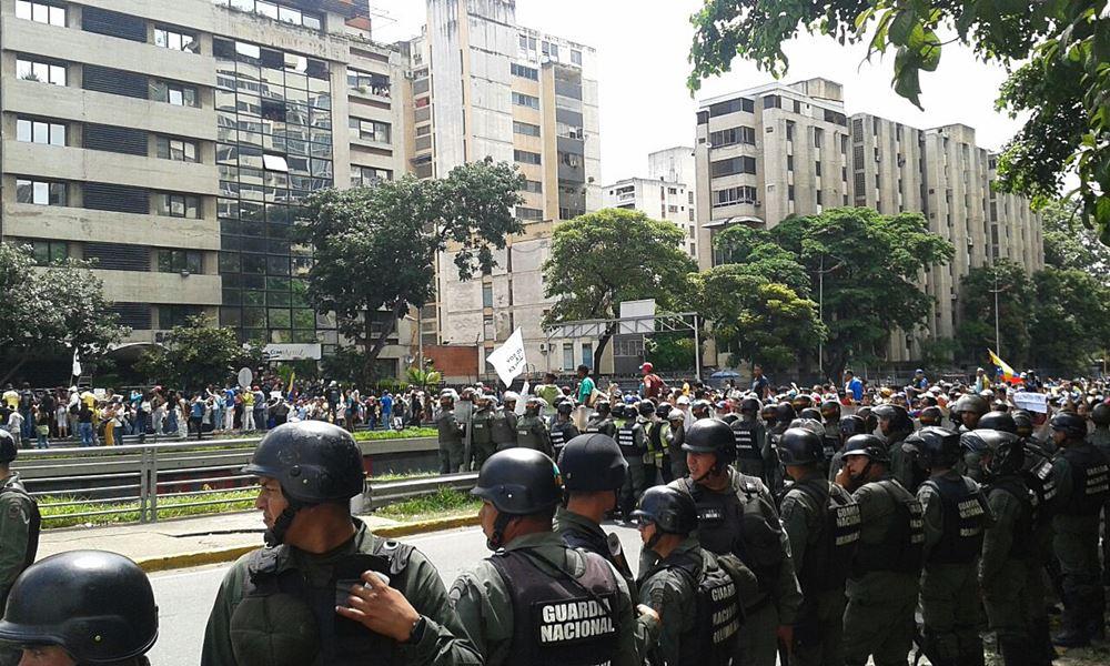 Movilización Opositora - Plaza Venezuela (11)
