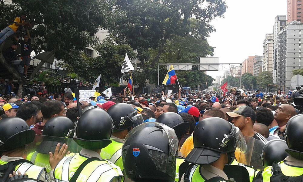 Movilización Opositora - Plaza Venezuela (14)