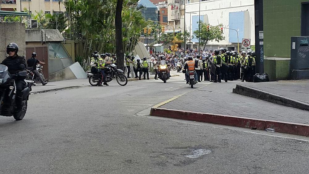 Movilización Opositora - Plaza Venezuela (17)