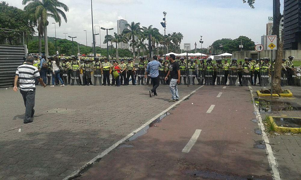 Movilización Opositora - Plaza Venezuela (2)