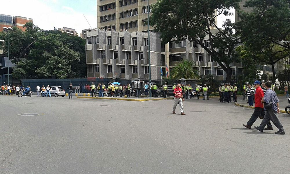 Movilización Opositora - Plaza Venezuela (8)