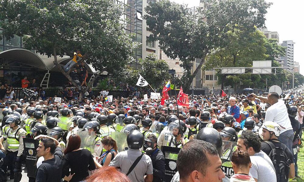 Movilización Opositora - Plaza Venezuela (9)