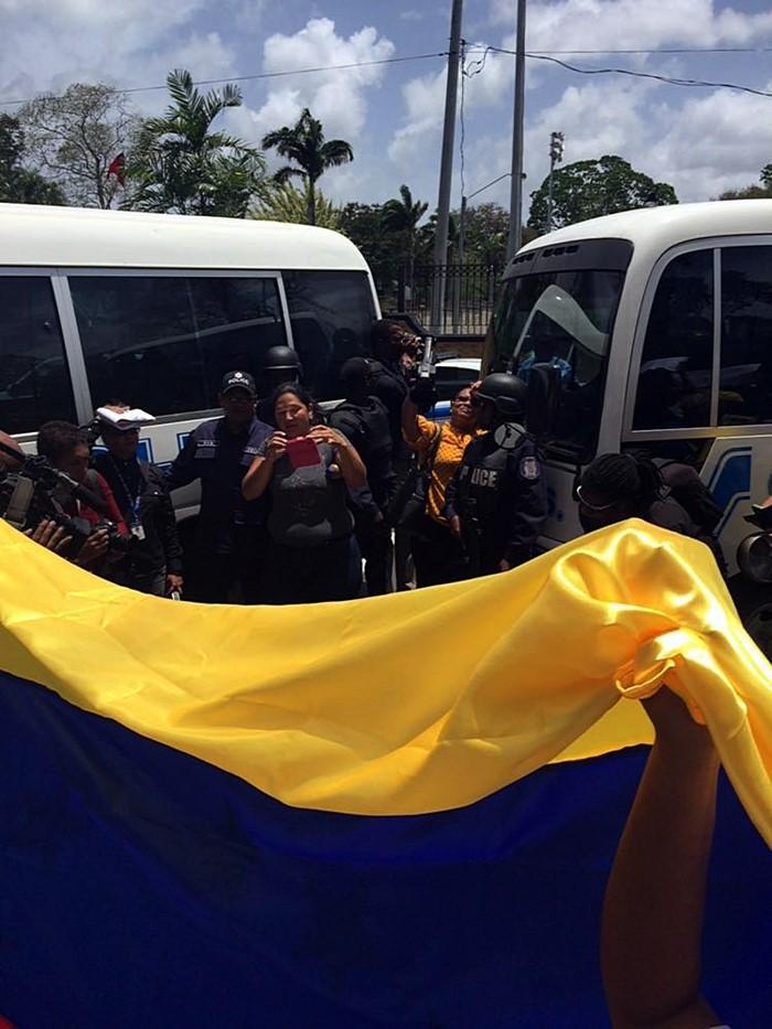 Protesta contra Nicolas Maduro en Trinidad y Tobago (6)
