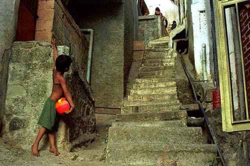 Una de las tantas escaleras de La Vega, en Caracas, Venezuela