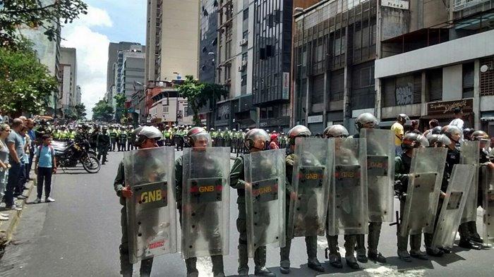 Protesta en la Av. FFAA - GNB