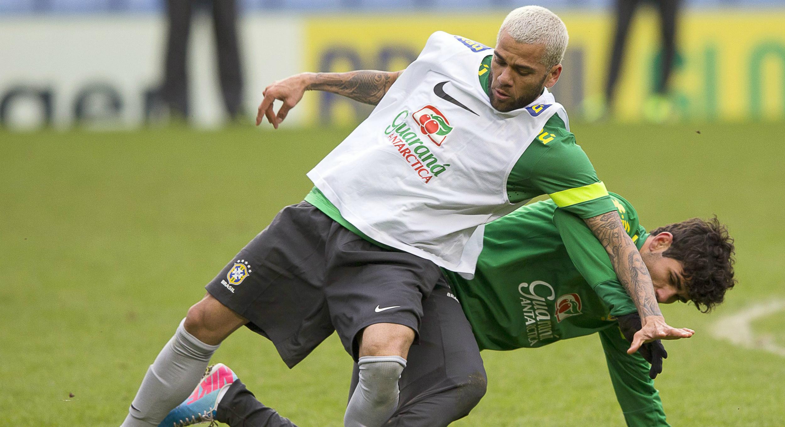 Imagen de Dani Alves en 2013 durante un entrenamiento con la selección brasileña. EFE/EPA/KERIM OKTEN