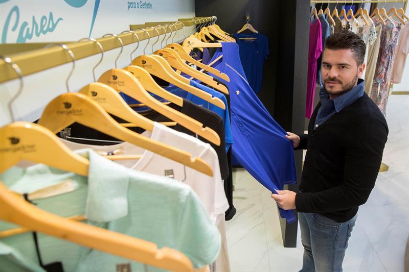 Foto 1 director de la empresa Megadose, una fabricante de ropa de gestante del estado brasileño de Paraná, João Ricardo Esteves.