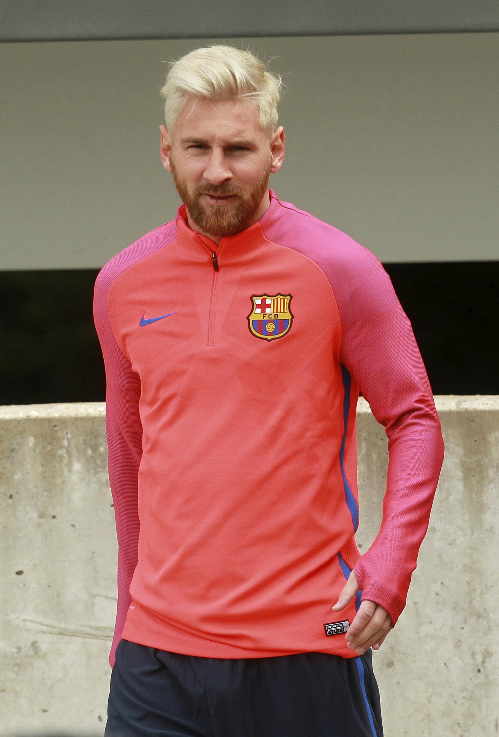 El delantero argentino del FC Barcelona Leo Messi, durante el entrenamiento que ha realizado el equipo azulgrana en St Georges Park en Staffordshire. EFE/Sean Dempsey