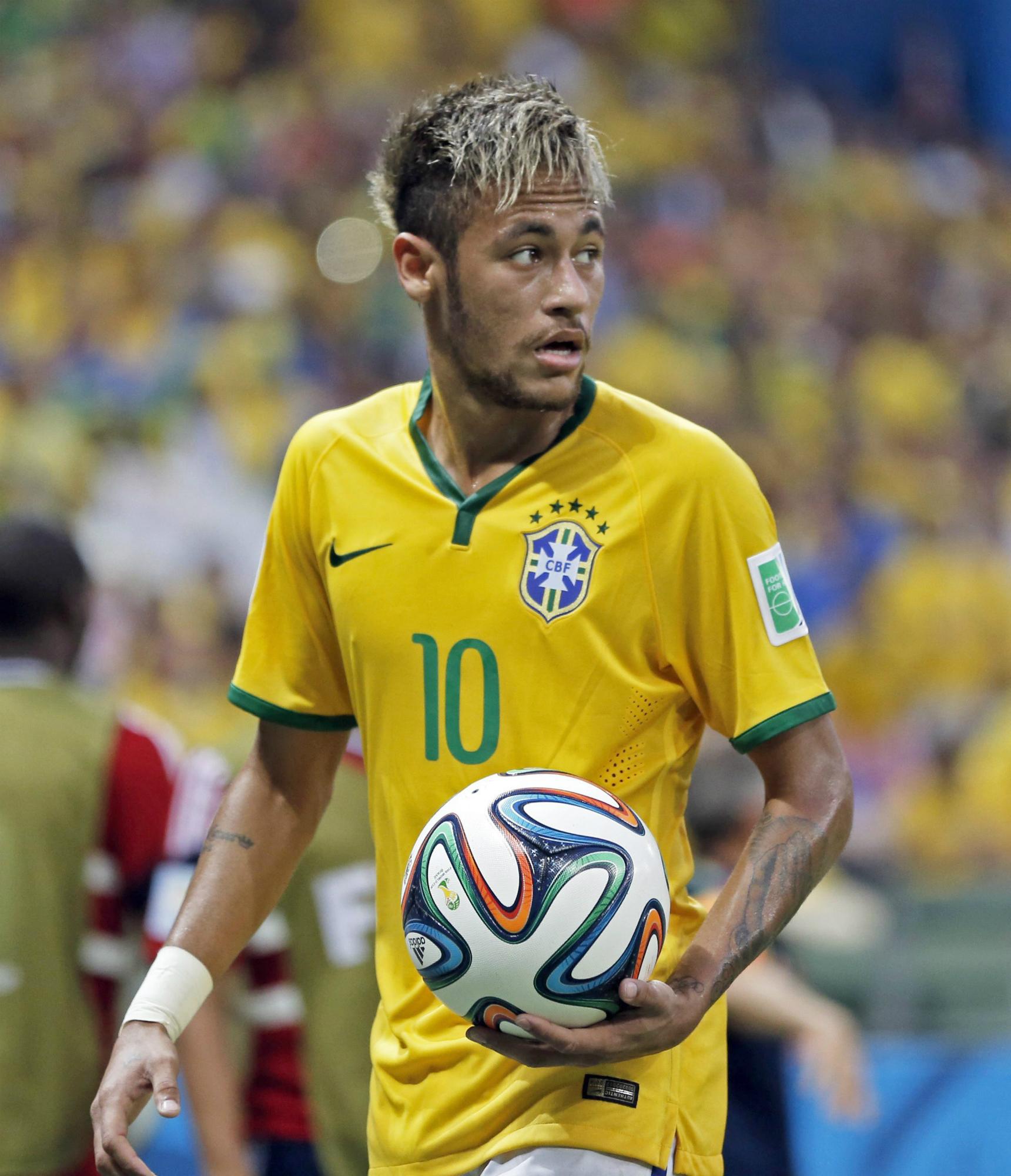 Una imagen de Neymar de rubio en un partido con su selección en 2014. EFE/EPA/TOLGA BOZOGLU