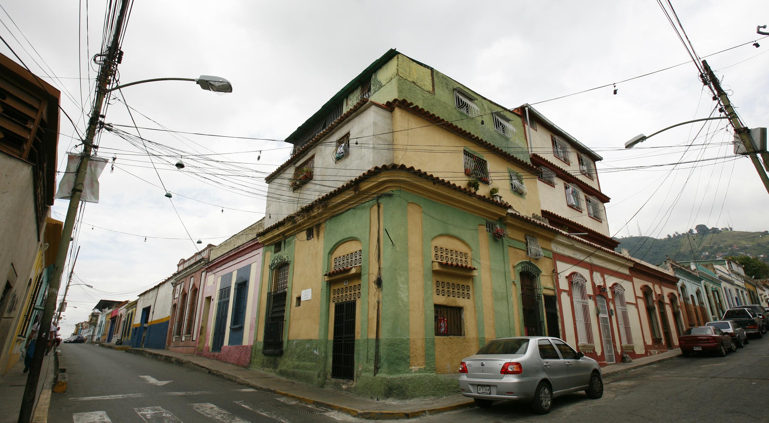 La concepción social del proyecto se traduce también en dedicar algunas de las casas de la calle principal como sedes comunitarias tales como bibliotecas, centros de ancianos o guarderías.
