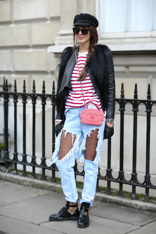 Estelle Pigault luce pantalones vaquero deshilachados y maltratados. Marie-Paola Bertrand-Hillion/EFE