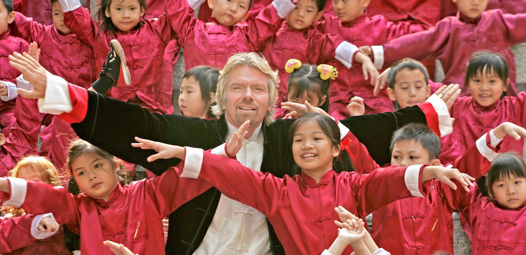 Richard Branson (fundador de Virgin), comienza el día con un paseo en bicicleta. EFE/EPA/PAUL HILTON