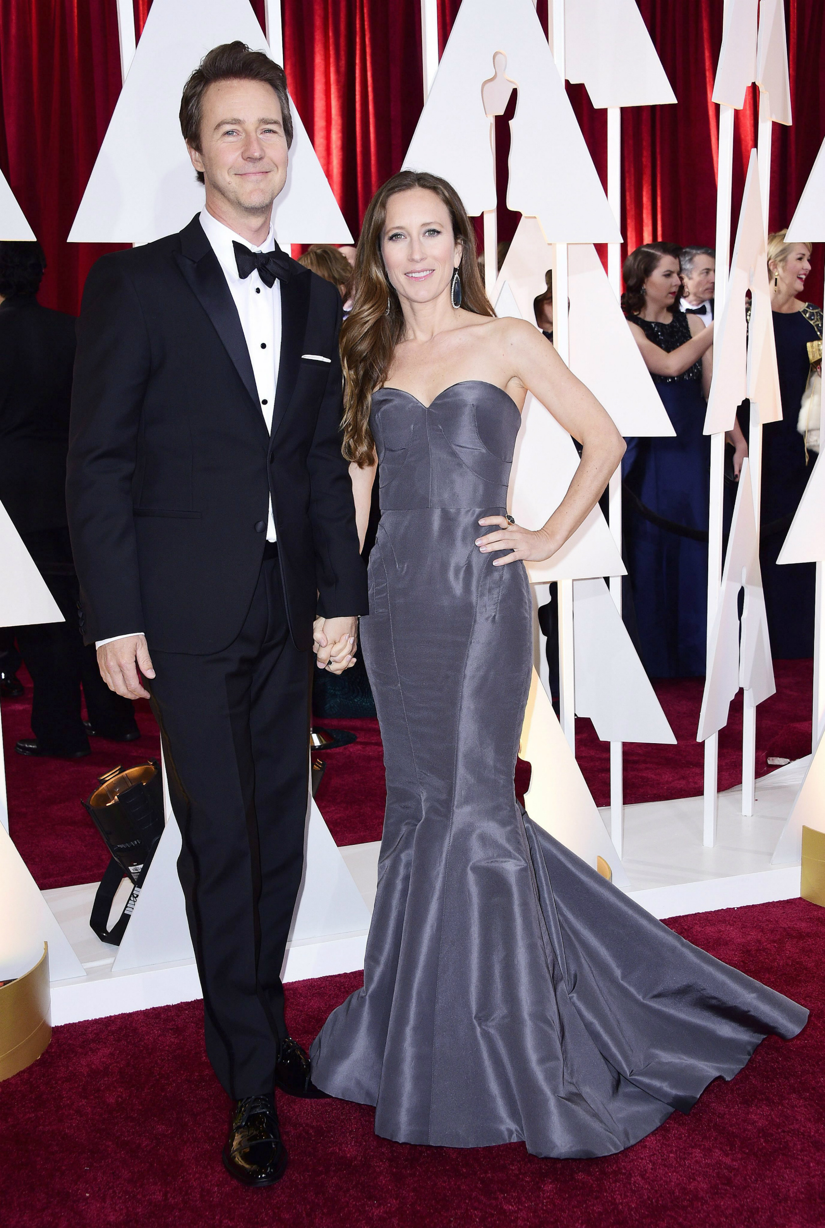 Edward Norton con su esposa en la 87 ceremonia de la Academy Awards ceremony en el Dolby Theatre de Hollywood, California, en 2015. EFE/EPA/PAUL BUCK