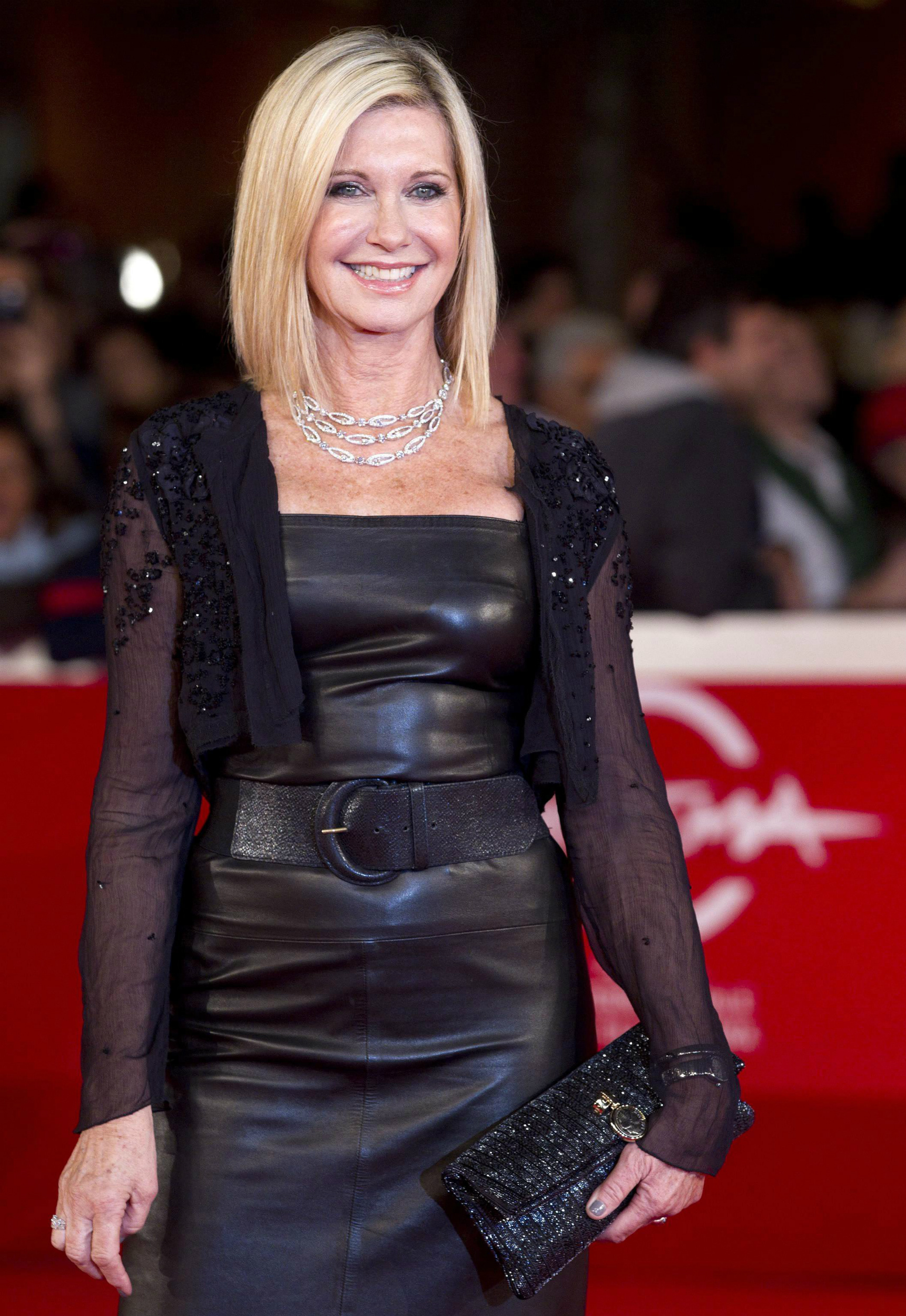 Tras superar un cáncer de mama, la actriz y cantante Olivia Newton-John se ha volcado en la lucha de esta enfermedad. EFE/Claudio Peri
