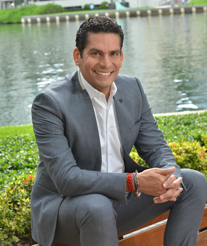 Ismael Cala, uno de los hombres más influyentes de la comunidad latina. EFE/Gastón de Cárdenas