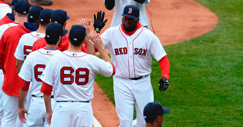 Los Medias Rojas (Red Sox) de Boston convivieron durante 84 con el maleficio del Bambino. En la imagen, David Ortiz saluda a sus compañeros antes de las acciones ante Orioles el pasado 11 de abril de 2016, en un juego de la MLB en el Fenway Park de Boston, Massachusetts (EE.UU.). EFE/CJ GUNTHER