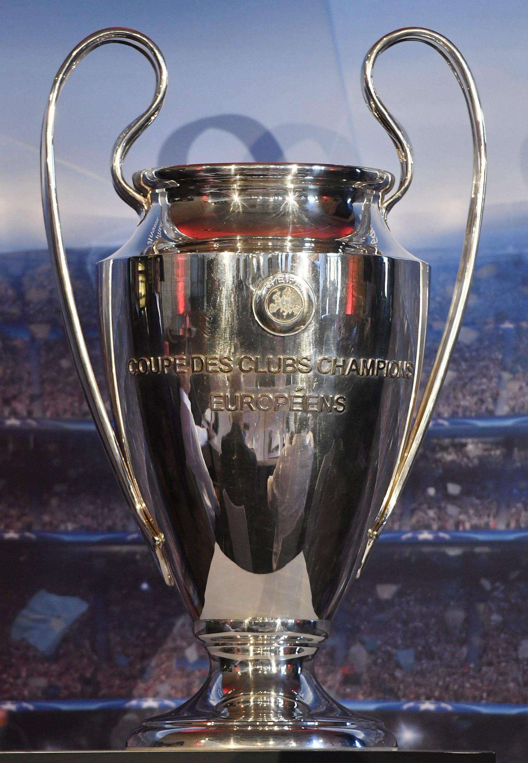 Vista del trofeo de la Liga de Campeones UEFA 2016/2017 durante su presentación en Budapest (Hungría) el pasado 28 de octubre de 2016. Desde 1992, ningún equipo ha repetido título. EFE/Tibor Illyes