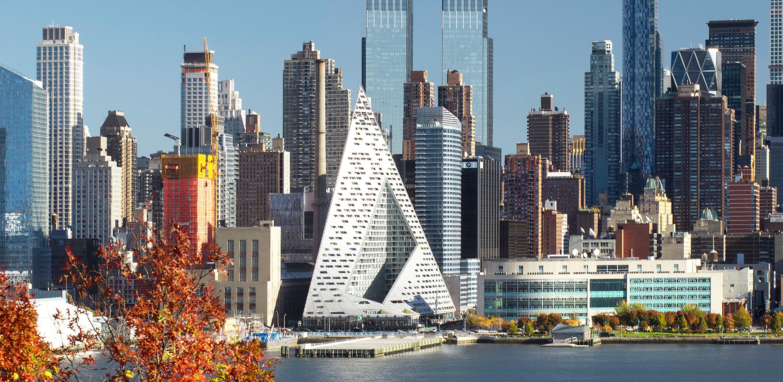 El edificio VIA 57 West de Nueva York tiene 142,30 metros de altura y tiene sus líneas piramidales con vistas al Río Hudson. Foto:Nic Lehoux. Foto cedida por The Council on Tall Buildings and Urban Habitat (CTBUH).