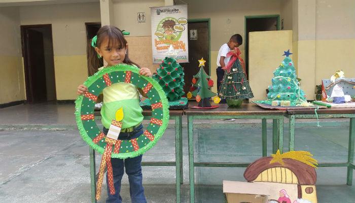 En maracaibo ni os elaboraron adornos navide os con - Adornos navidenos con material reciclado para ninos ...
