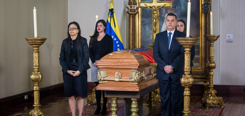 Familiares del fallecido embajador de Venezuela ante la OEA Bernardo Álvarez, participan en honores póstumos. EFE